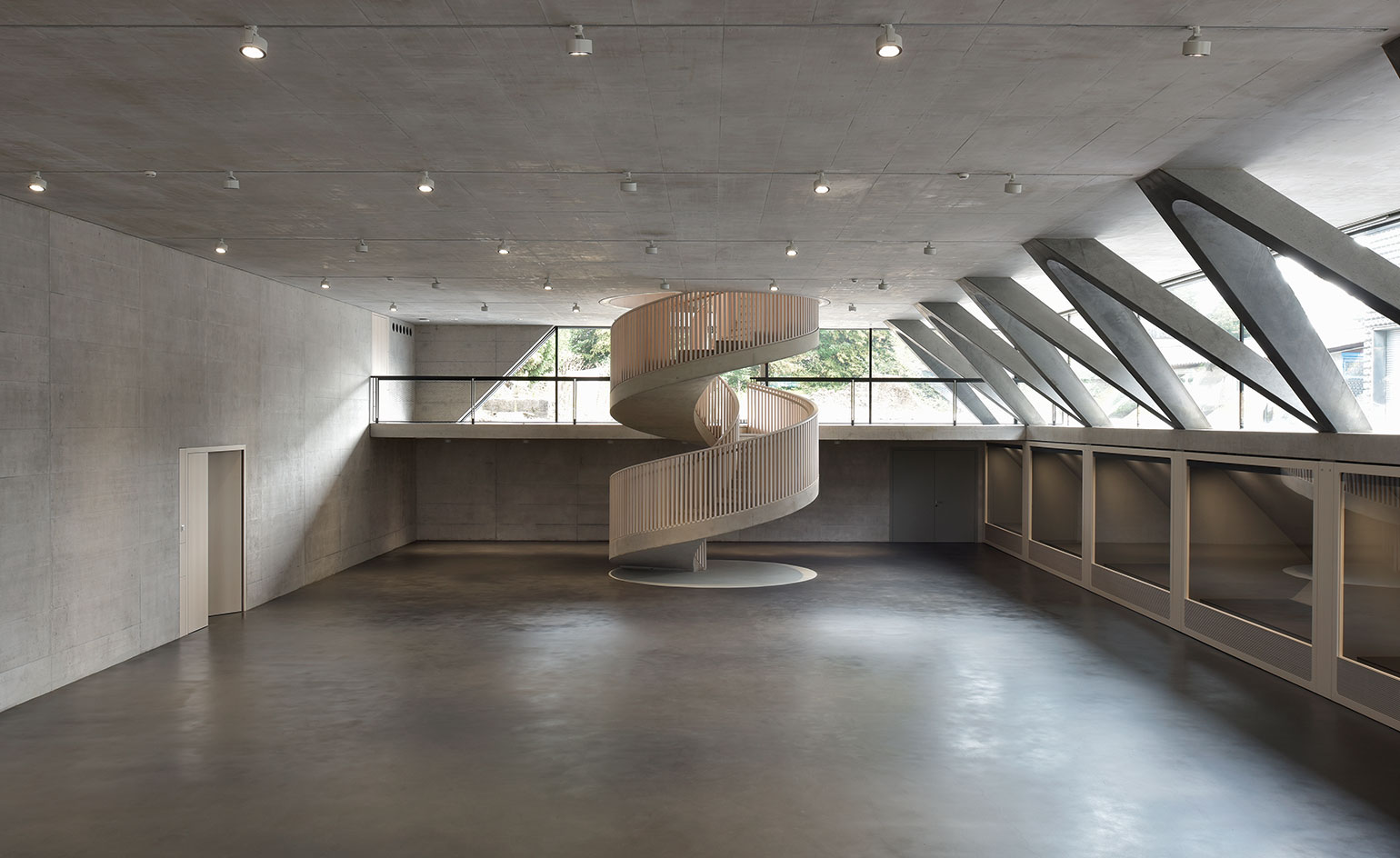 Steely deal a swiss kingpin creates sharp exhibition for V column architecture